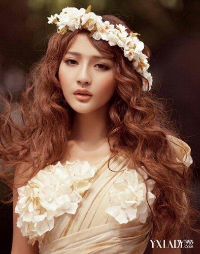 发型 流行发型 正文   2015年女士流行侧分刘海卷发发型  2015年流行图片