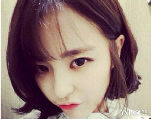 diy发型 正文   韩国发型女生中短发  营造减龄青春气息:这款短卷发发图片