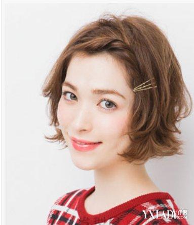 【图】短发时尚扎发图片搭配发带更显发型_短2019烫发流行睡不醒和泡面烫图片