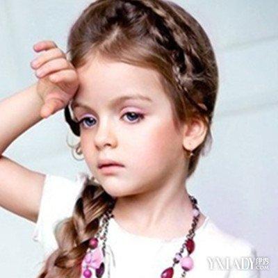 编发盘发扎法:儿童舞蹈发型首选,先进行编发再进行盘发,露出可爱的脸