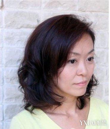 中年女人短发发型图片 选对发色和发型显年轻图片