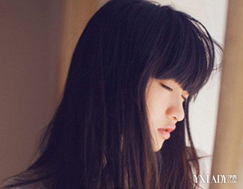 加长款的凌乱梨花头,柔顺的长头发手指拉出束感的线条,浅浅的颜色挑染图片
