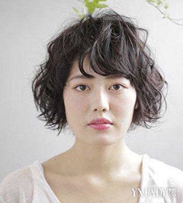 斜刘海短发烫发发型2018潮女 时尚修颜又减龄!图片