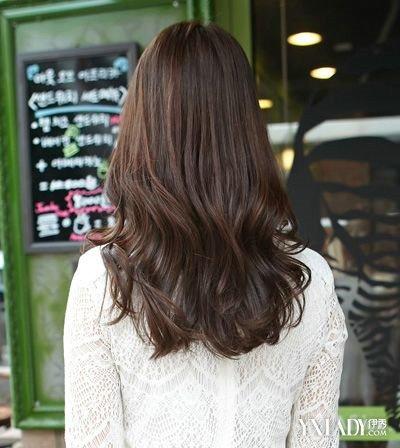 梨花卷中分发型图片 教你什么梨花头是今年流行的发型图片