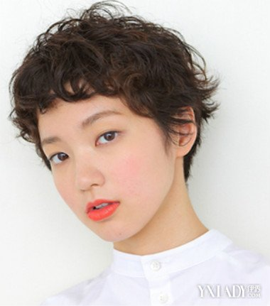 日系女士短发烫发发型图片 突显别样日式风情图片