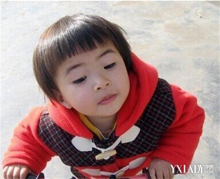 2岁女宝宝短发发型 可爱气息尽显于人前