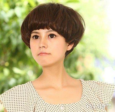发型 流行发型 正文  蓬松蘑菇头这款蘑菇头短发非常有时尚气质,稍图片