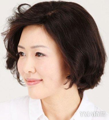 老年短发烫发发型图片 成熟女人超减龄