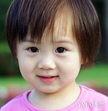 发型 diy发型 正文   一款可爱的1岁小宝宝短发发型,一副假的眼镜都