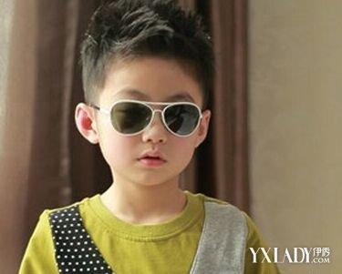 儿童发型图片男孩夏潮展示 潮流发型秀出小男孩稚嫩可爱脸庞图片