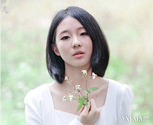 简单单的的一款中分短发直发发型,自然的黑色,带来森女的feel,图片