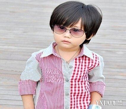 合适的儿童男孩短发酷发型 让短发发型凸显男孩帅气图片
