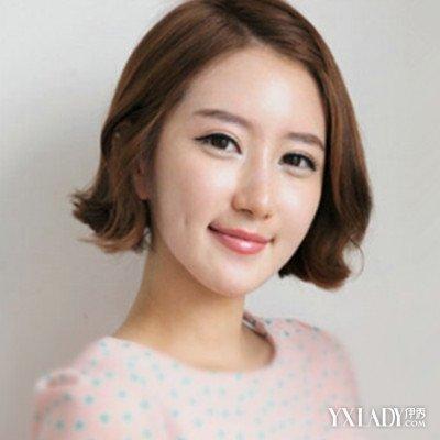 今天小编带大家看的是四方脸女生不适合的发型,在选择四方脸发型时图片
