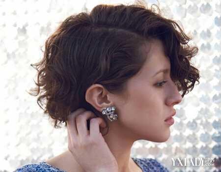 【图】大波浪卷发型短发图片介绍 时尚短卷发齐肩超短图片