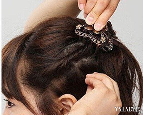 发型 diy发型 正文  最后的一个步骤就是为这款简单的短发发型配上一