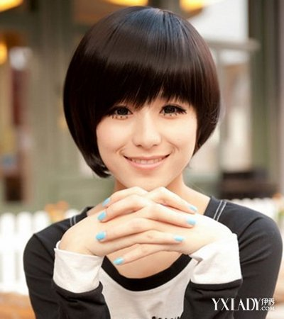 发型 流行发型 正文   迷人女生直短发:顺直的短发发型,俏丽可爱,金