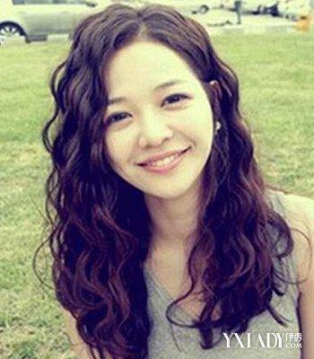 【图】韩式长发水波纹大卷发型 凸显精致小脸图片