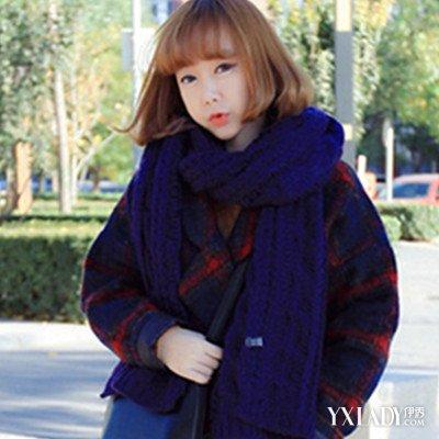 内扣形式的空气感刘海造型设计增添着女生十足的清新灵动感,而配合图片