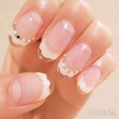 公主风婚礼美甲 顶端是透明的假指甲