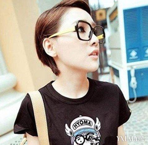 戴眼镜女生剪短发发型图片 几款发型让你文艺又时尚