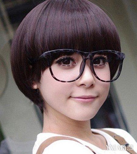【图】戴眼镜女生剪短发发型图片