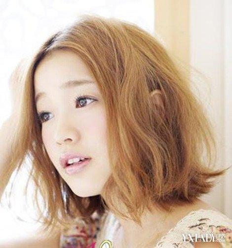 【图】女生极度浅黄色头发另类彰显你发型又烫发2018图片