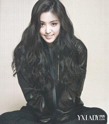可以提升女人的味道,让你看起来更美哦,下面带来韩式中分卷发发型图图片