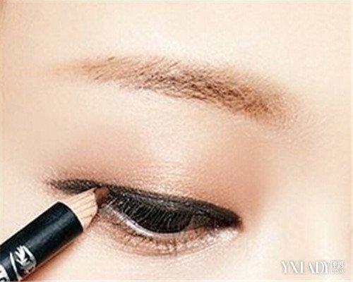 儿童画眼线 4步骤让我们小孩的眼睛靓丽多彩