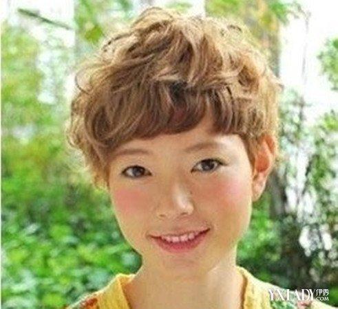【图】女生短头发小卷烫发图片 时尚清爽两不误图片