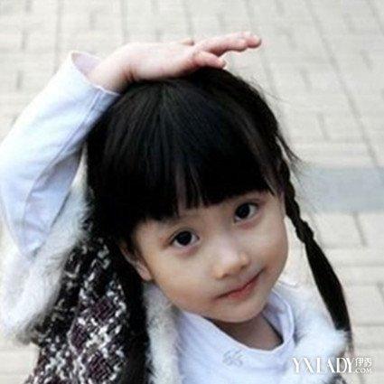 给小孩梳头发型吗