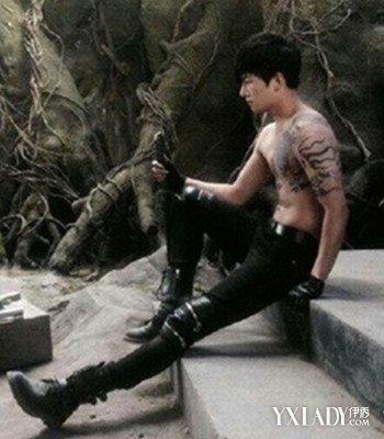 杨洋过肩麒麟纹身分享展示