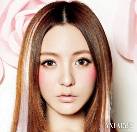 【图】女生中分长直发挑染发型 (444x430)图片