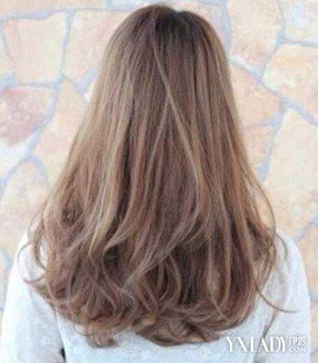 发型 流行发型 正文   3,烫卷中长发的背影也很不错哦,虽然卷发稍有凌