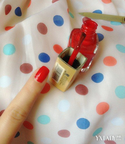 【图】草莓美甲图片教程步骤 让粉嫩可爱留在指甲上