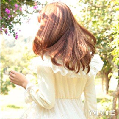 长卷发女生发型背影图片最新图片