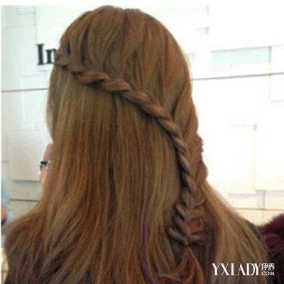 美容 发型 流行发型 / 正文   想知道简单的披肩长发怎么扎才最好看?