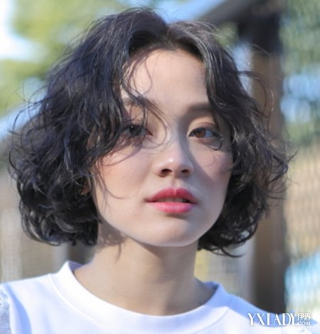 复古短发超显少女感_发型设计图片