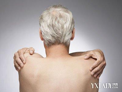 【图】老人白发变黑发怎么做图片