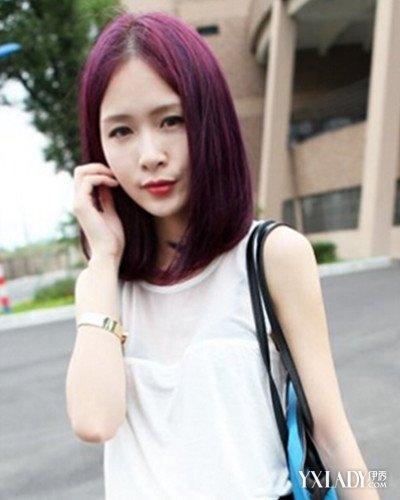 简单不失潮感的女生葡萄红色中分波波头短发发型,衬托肤色的同时修饰
