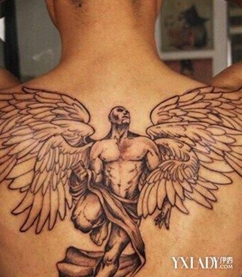 的天使翅膀男生纹身图案:男士背部大气的天使纹身-背部纹身男生图图片