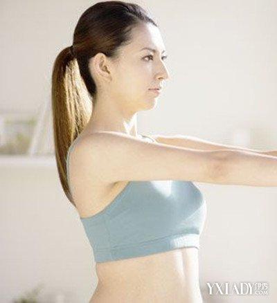 【图】腋下出汗有异味是什么原因呢 专家告诉
