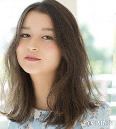 学美容美发时尚中分中长发发型 微卷蓬松最个性图片