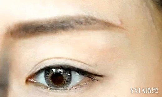 可适当拉长脸型,不适合弧度太大的眉形