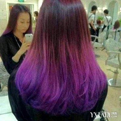 染靓丽的蓝紫色头发后 如何保持头发颜色持久的方法图片