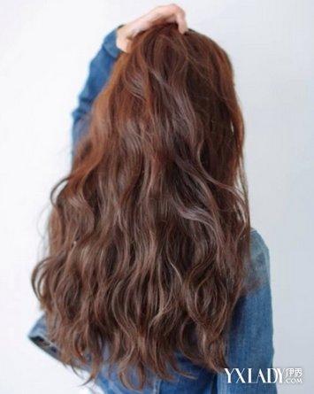 淑女们最爱的一款韩式斜刘海长卷发,适合长发mm的一款气质发型,浓密的图片