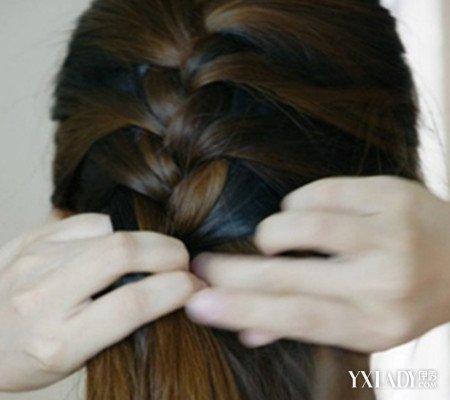 侧蜈蚣辫的编法图解 4步教你学会蜈蚣辫