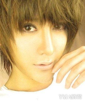 发型点评:潮流、个性的非主流帅哥发型,一头亚麻色   染发   ,就是图片