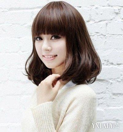 头发厚了,再根据自己的脸型留个斜刘海或直刘海,会比较显得清纯可爱.