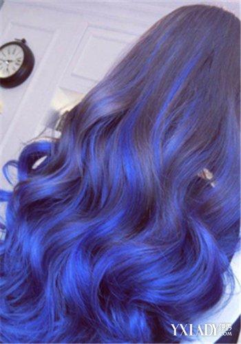 【图】女人味蓝灰色头发发型图片 魅力染发色