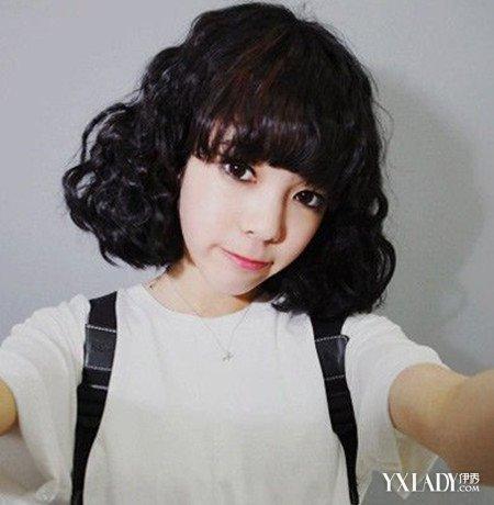 女生卷发发型图片中长发小波浪 可爱发型包你满意图片
